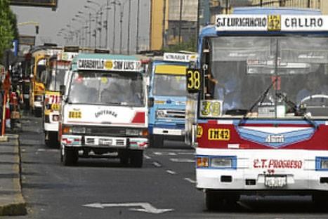 Alrededor de 4 mil vehículos de  transporte público serán retirados