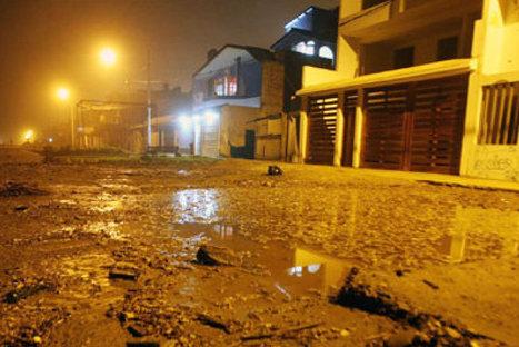 Olas de dos metros inundaron calles de Chorrillos