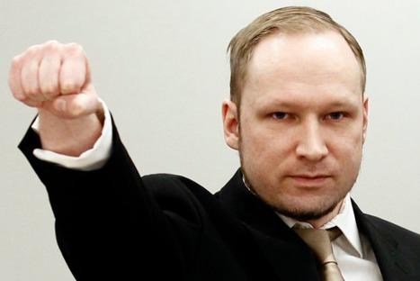 Asesino noruego afirma que psiquiatras intentan 'desprestigiarlo' al calificarlo de demente