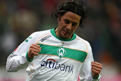 Claudio Pizarro confirma su salida del Werder Bremen
