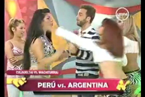 VIDEO: 'Culisueltas' y 'Wachiturras' se enfrentaron a golpes