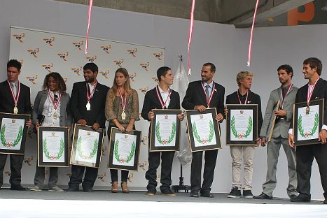 'Chiquito' Rossel y seleccionados de surf y bodyboard galardonados con Laureles Deportivos