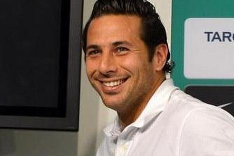 Claudio Pizarro retornaría al Bayern Munich, según prensa alemana