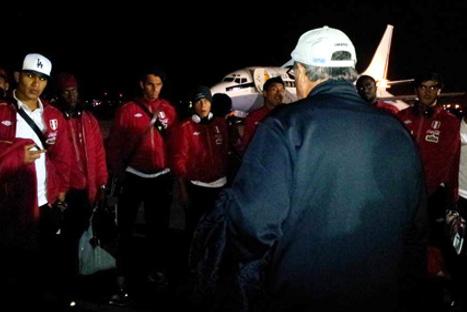 Selección peruana llegó a Lima tras derrota ante Uruguay