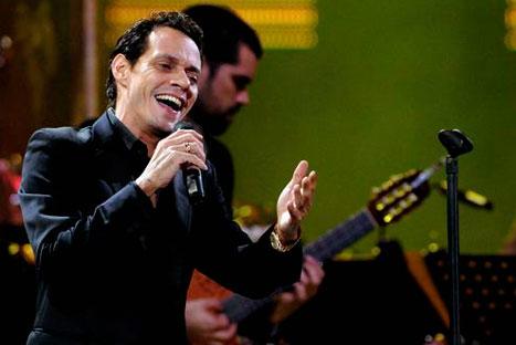 Marc Anthony es duramente criticado por cantar himno de Estados Unidos