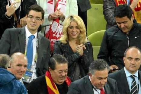 Shakira alentó a Piqué en partido España-Irlanda