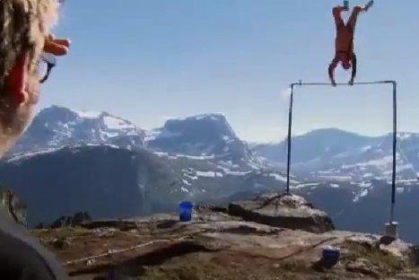 VIDEO: Hombre sobrevive a caída de 1,200 metros