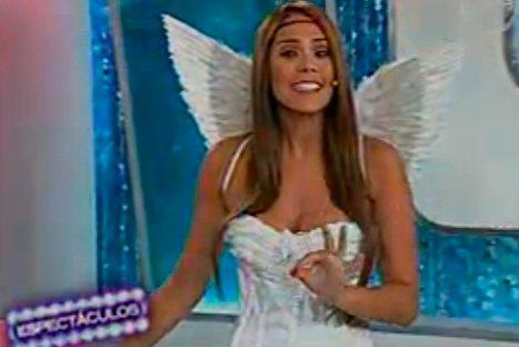 Video: Karen Schwarz se vistió como sexy angelita en San Valentín