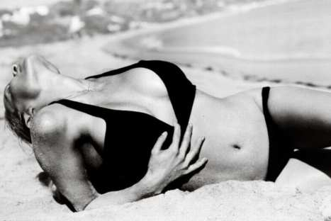 Pamela Anderson recuerda sus épocas de Baywatch en sesión con Mario Testino – FOTOS