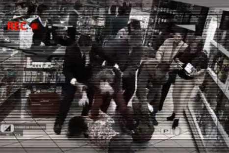 'Al fondo hay sitio' parodió incidente entre exembajador ecuatoriano y dos peruanas – VIDEO