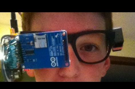 Niño de trece años crea versión casera de los 'google glass' (VIDEO)