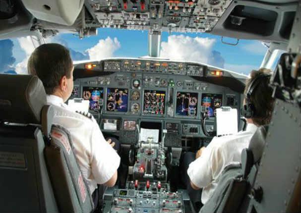 El piloto de avión más bacán del mundo es peruano (VIDEO)