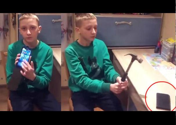 Él cree que la carcasa de su celular es 'antigolpes', hasta que la golpea y… (VIDEO)