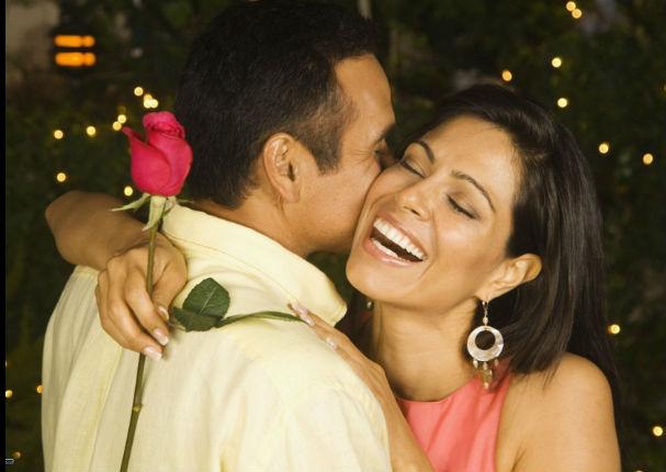 ¿Está realmente enamorado de ti? Te damos 7 signos para saberlo