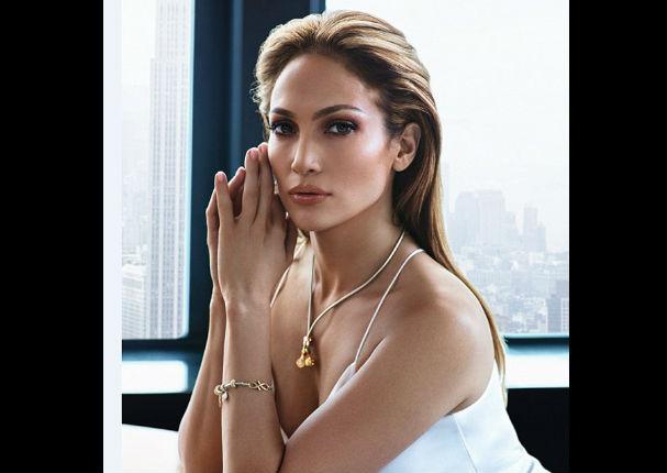 ¡No envejece! Jennifer López luce como una veinteañera en nueva campaña (FOTOS)