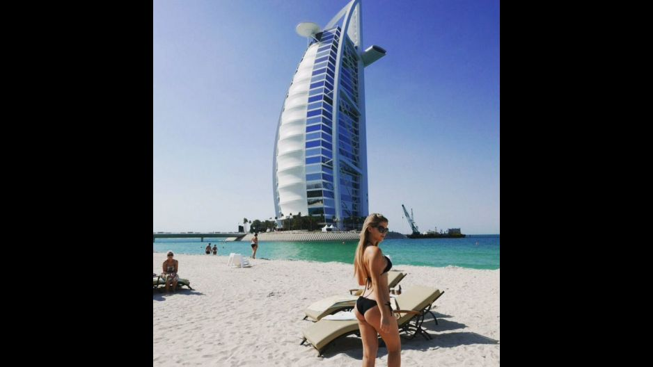 Brunella Horna luce curvas de infarto en playas de  Dubái (FOTOS)