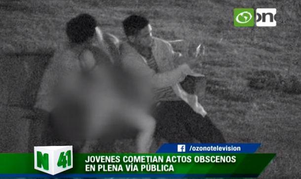YouTube: Jóvenes intentaron tener relaciones sexuales en un parque