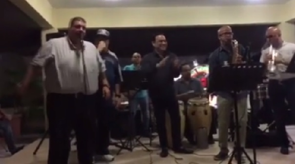 Facebook: Esto es lo que pasa cuando Maelo Ruiz y Gilberto Santa Rosa se juntan