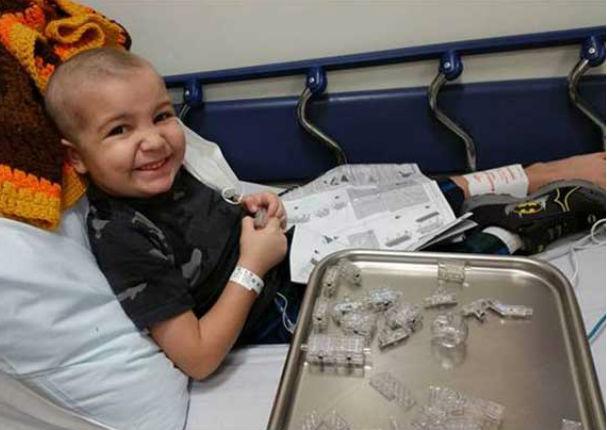 YouTube: Niño de 5 años que lucha contra el cáncer le pidió matrimonio a su enfermera