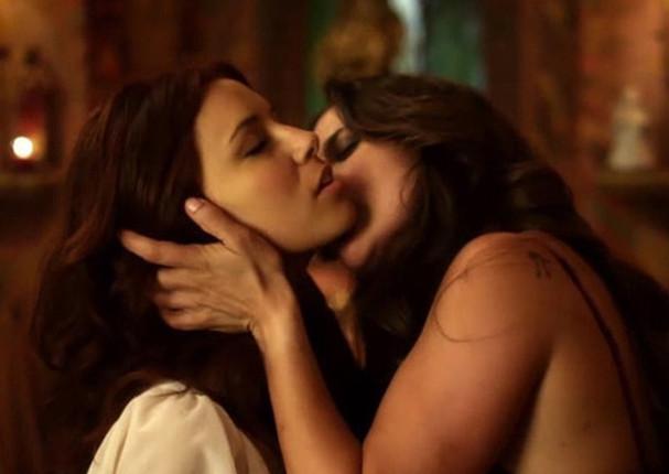 Alyssa milano besos lesbianas
