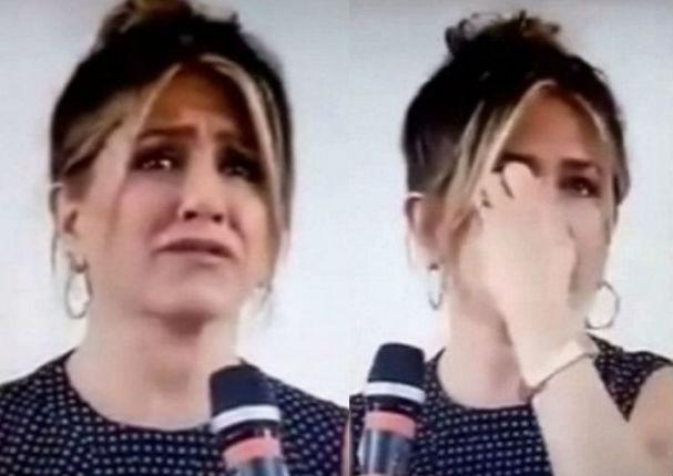 Jennifer Aniston rompe en llanto ante pregunta de adolescente (VIDEO)