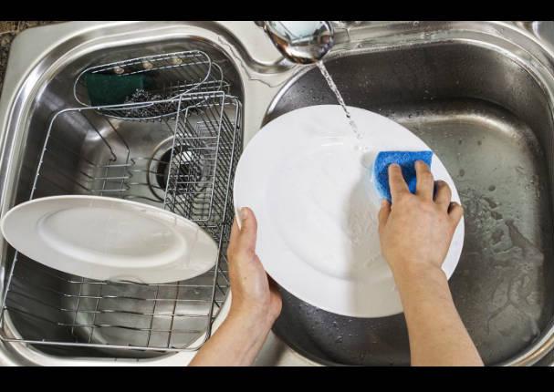 Lavar los platos ayuda a reducir los niveles de estrés