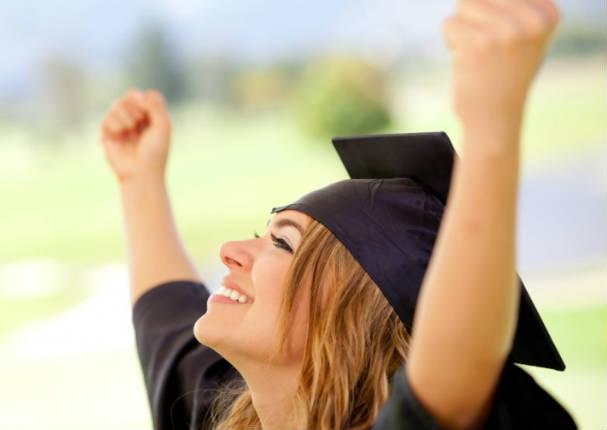 Mujeres que estudian en universidad se les dificultaría encontrar pareja