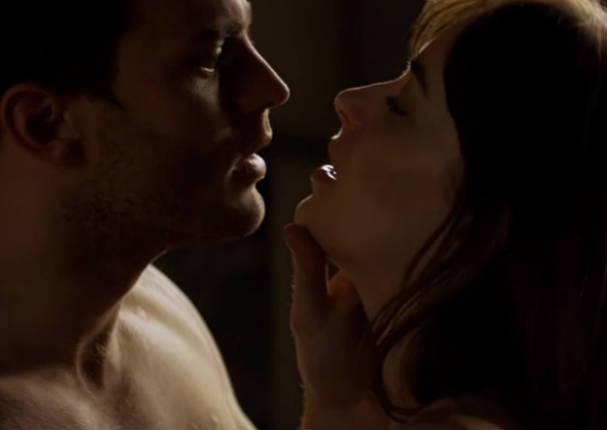 'Christian Grey' de 50 sombras de Grey cuenta lo incómodo que es grabar escenas subidas de tono