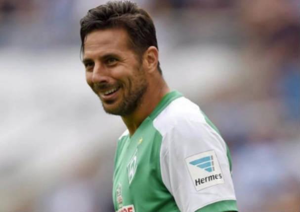 Dejaron en ridículo a Claudio Pizarro en entrenamiento del Werder Bremen