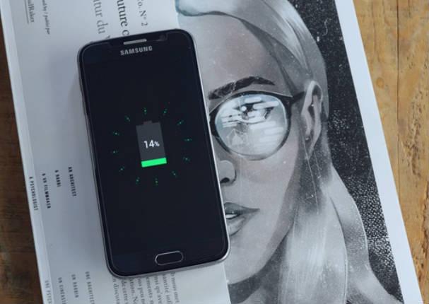 Uvolt Watch: Reloj capta energía solar en tu muñeca para cargar un celular