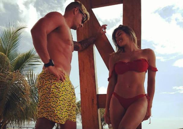 Mario Hart y Korina Rivadeneira se desnudan y hacen a plena luz del día