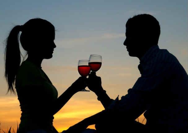 Parejas que beben juntas tienen relaciones más duraderas