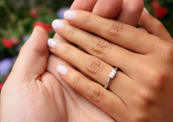 Esta es la verdadera historia detrás del anillo de compromiso
