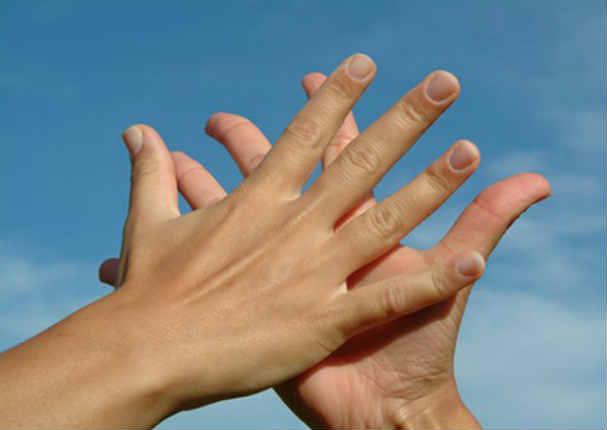 Tip: Dile adiós a la sudoración excesiva en tus manos