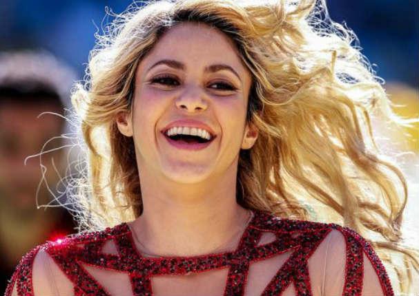 Shakira mueve las caderas bajo el agua en diminuto bikini - VIDEO