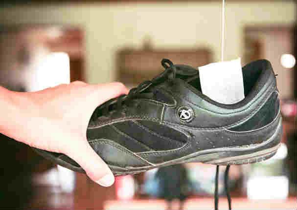 Evita malos olores en el zapato con el té filtrante