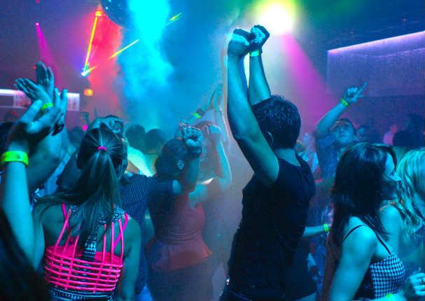 Hombre desapareció 26 días y lo encuentran en un 'night club'