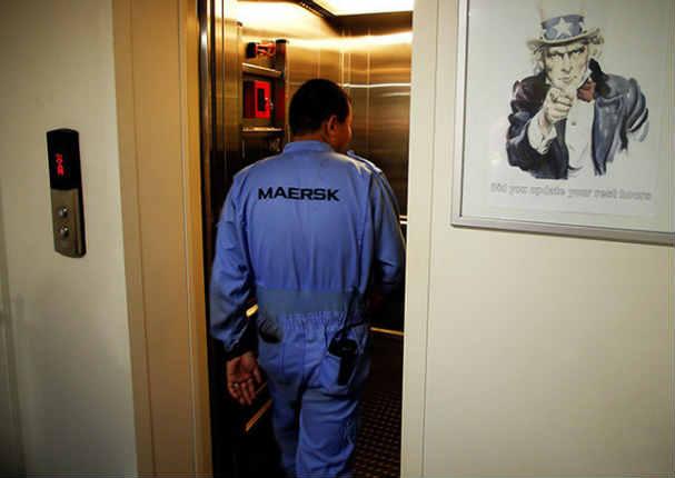 Hombre pasó el susto de su vida tras retener un ascensor - VIDEO