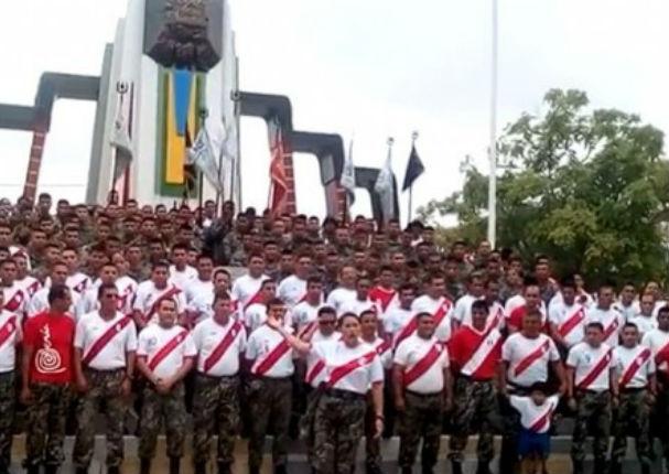 Ejército peruano apoya a la selección (VIDEO)