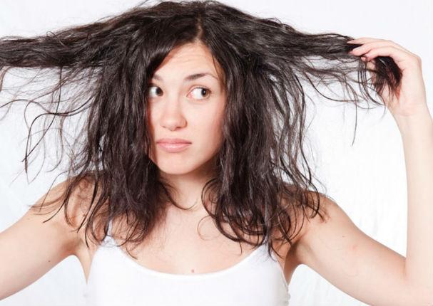 4 hábitos que ensucian tu cabello y no lo sabías