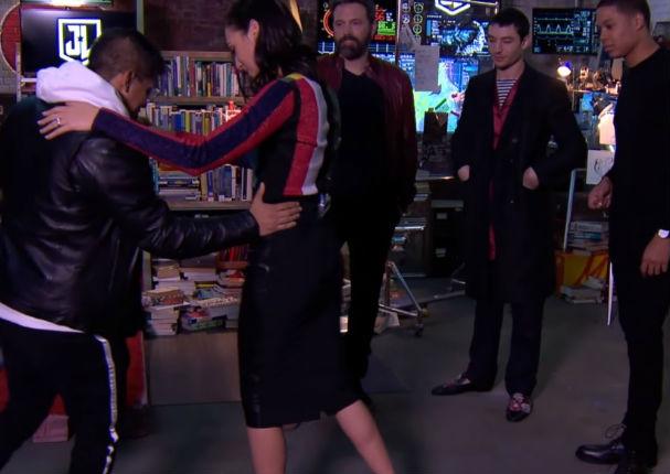 La Mujer Maravilla asombra a todos bailando salsa (VIDEO)