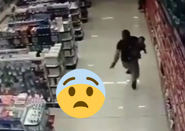 ¡Viral! Policia dispara a ladrones con bebé en brazos (VIDEO)