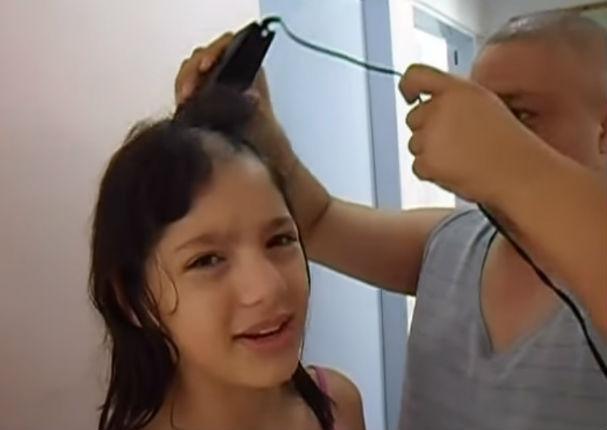 Viral: Niña se rapa la cabeza, conoce el motivo (VIDEO)