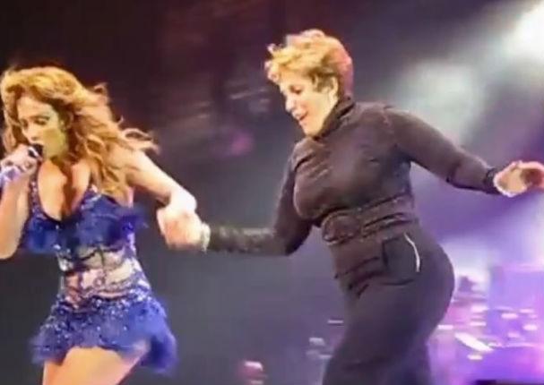 Jennifer López: Madre de la cantante se vuelve la protagonista del concierto (VIDEO)