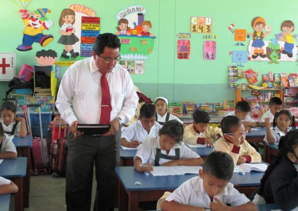 Reniec da curioso anuncio y revela que solo hay 8 'Profesores' en el Perú