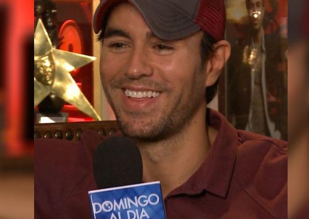 Enrique Iglesias: Video de su primera entrevista enloquece las redes por curiosa respuesta  (VIDEO)