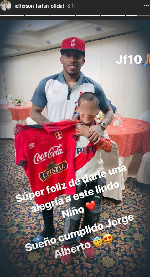 Jefferson Farfán cumple sueño de niño tras triunfo de Perú (FOTO)