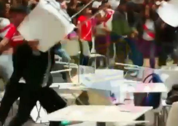 Facebook Viral: Hinchas ocasionan fuerte pelea durante partido Perú Vs Francia (VIDEO)