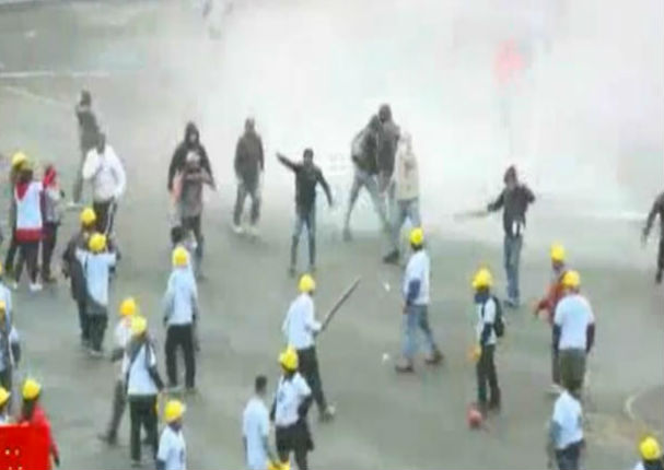 Alianza Lima: Fuerte enfrentamiento entre barristas y evangelistas (VIDEO)