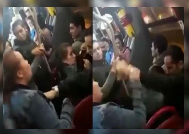 Mujer armó tremendo escándalo al descubrir infidelidad en autobús (VIDEO)